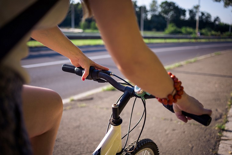 増加する自転車事故の実態。自動車との事故における過失割合は?